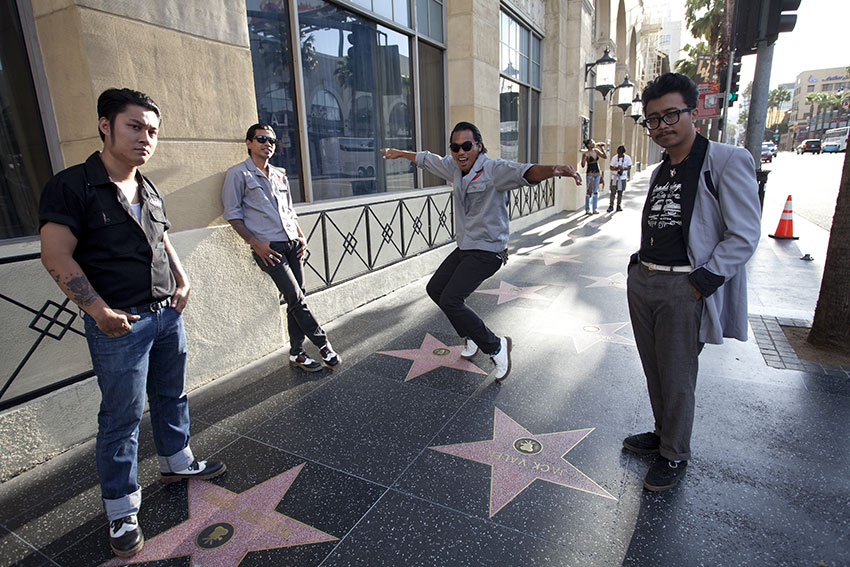 Hollywood Walk of Fame! Wish our name would be written down in the future! | Photo: Erick Est.