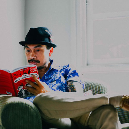 The book, the author, and the great rock-n-roll swindle.   Foto: Gus Wib.